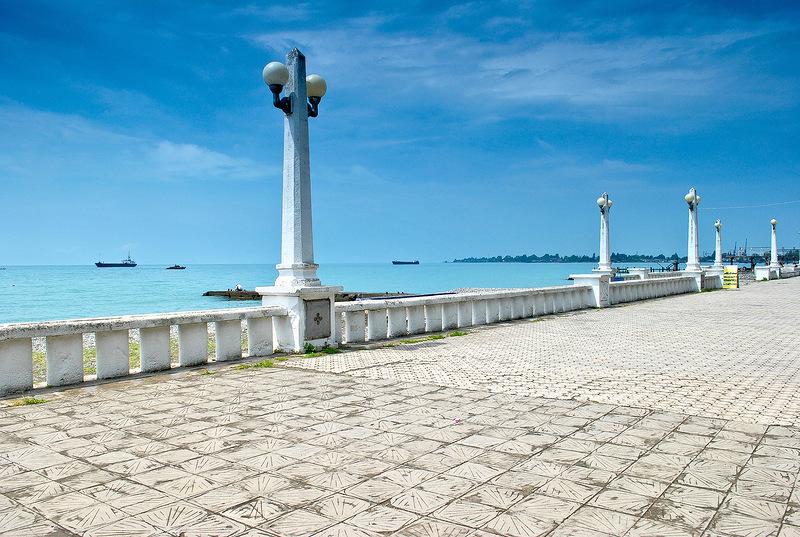 Вид на море с набережной Сухума