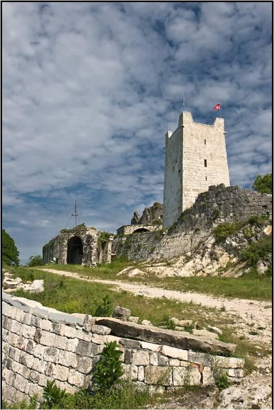 Древние развалины Анакопийской крепости