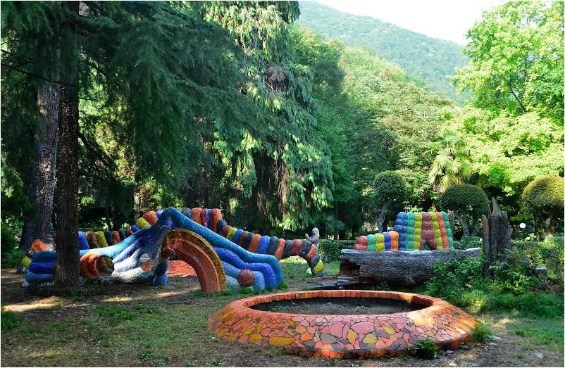 Мозаичные скульптуры Церетели в Приморском парке Гагры