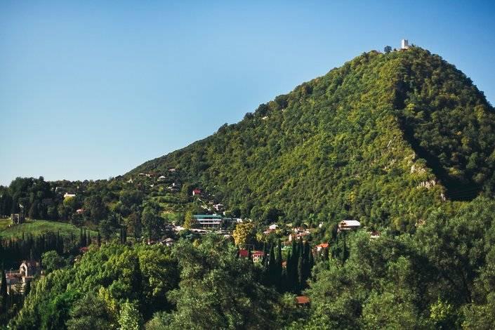 Вид на Иверскую гору с Новоафонского монастыря