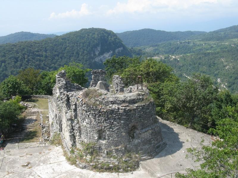 Развалины храма Анакопийской крепости