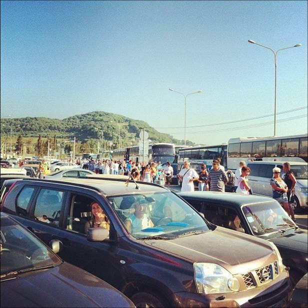 Автомобильная пробка у южных рубежей России