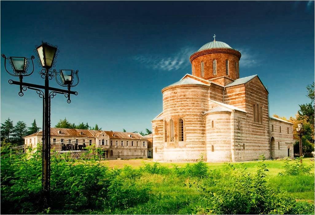 Пицундский собор X века