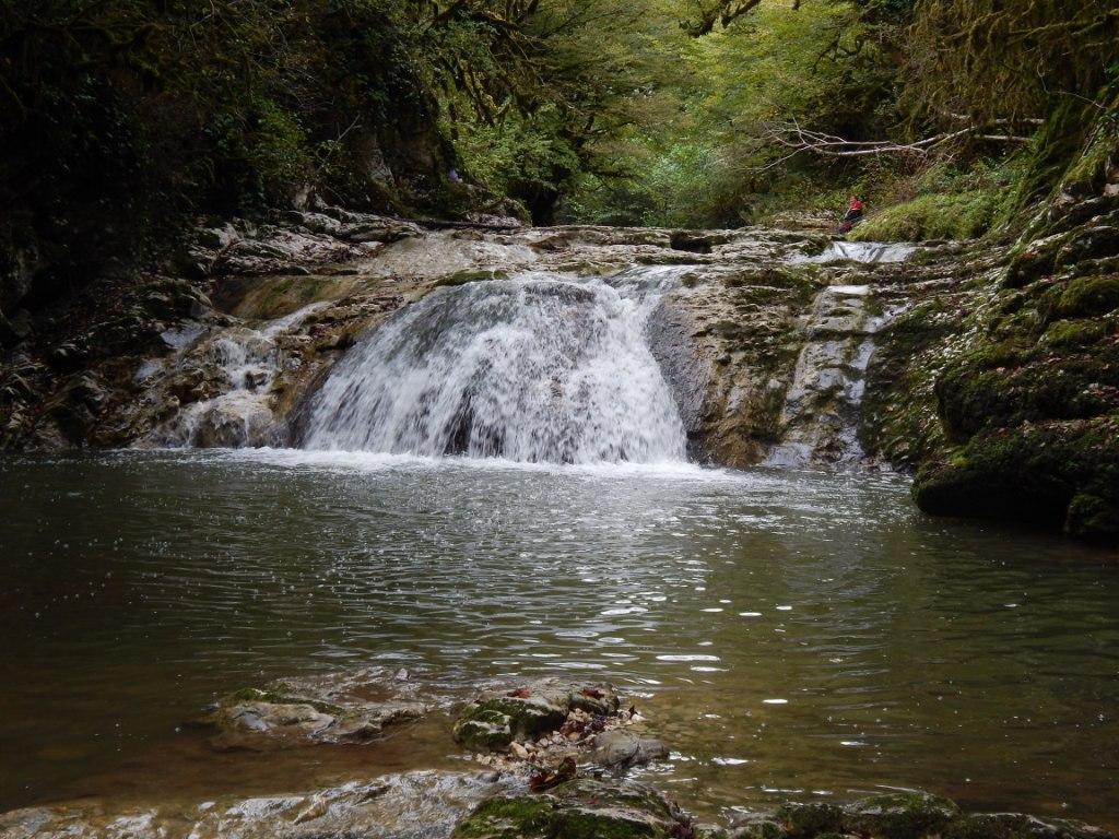 Один из 4-х каскадов водопада Волчьи ворота