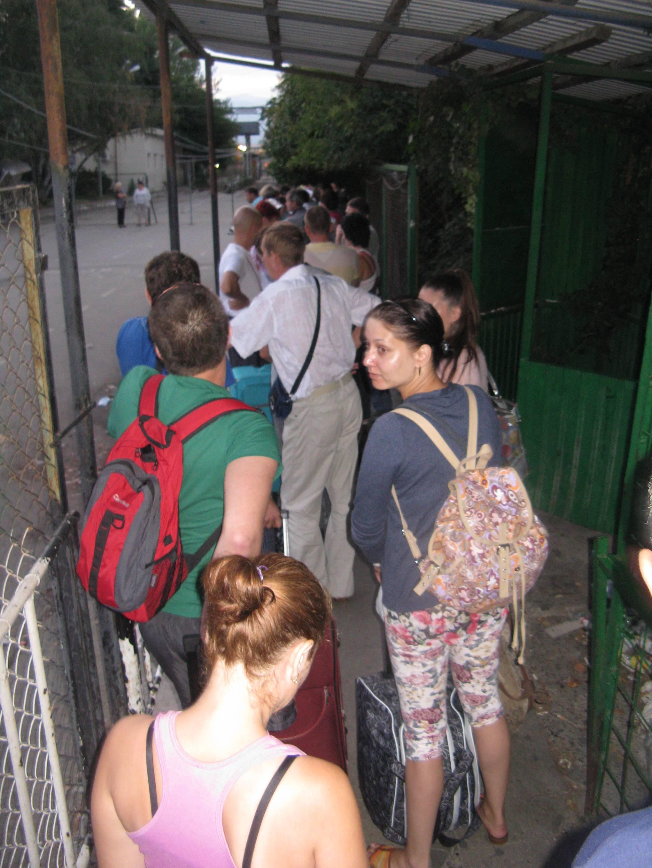В Абхазию! Граница, представшая перед моими глазами в 6 ч.10 м. утра 21.08.2014