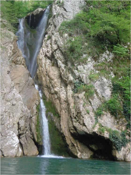 Один из Агурских водопадов