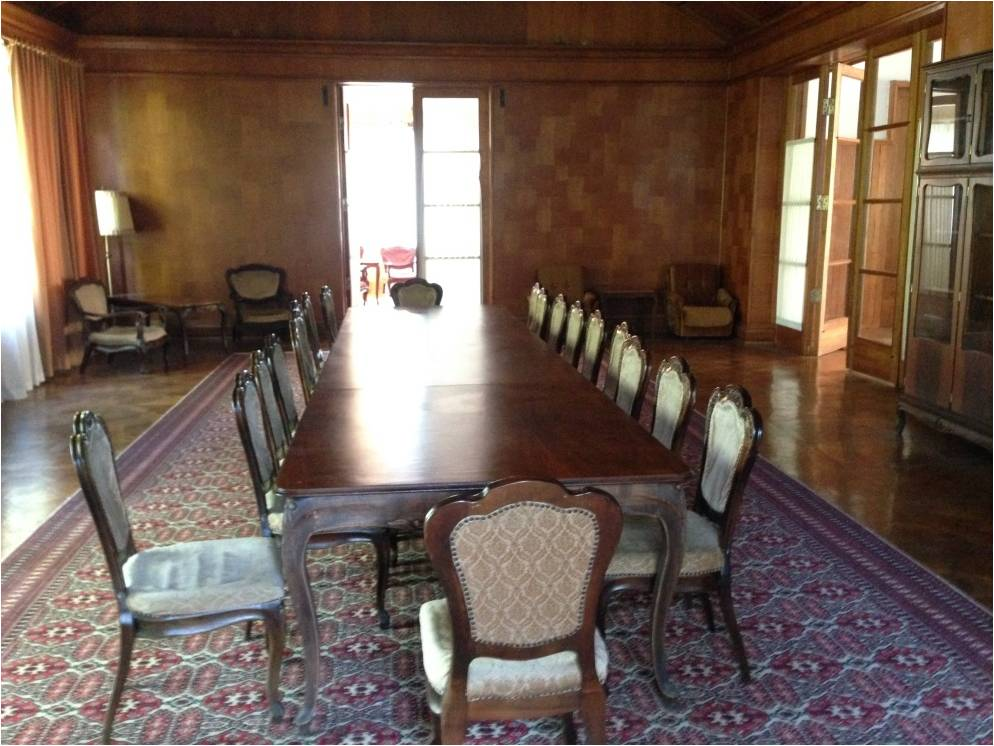 Зал для совещаний на даче Сталина в Мюссере