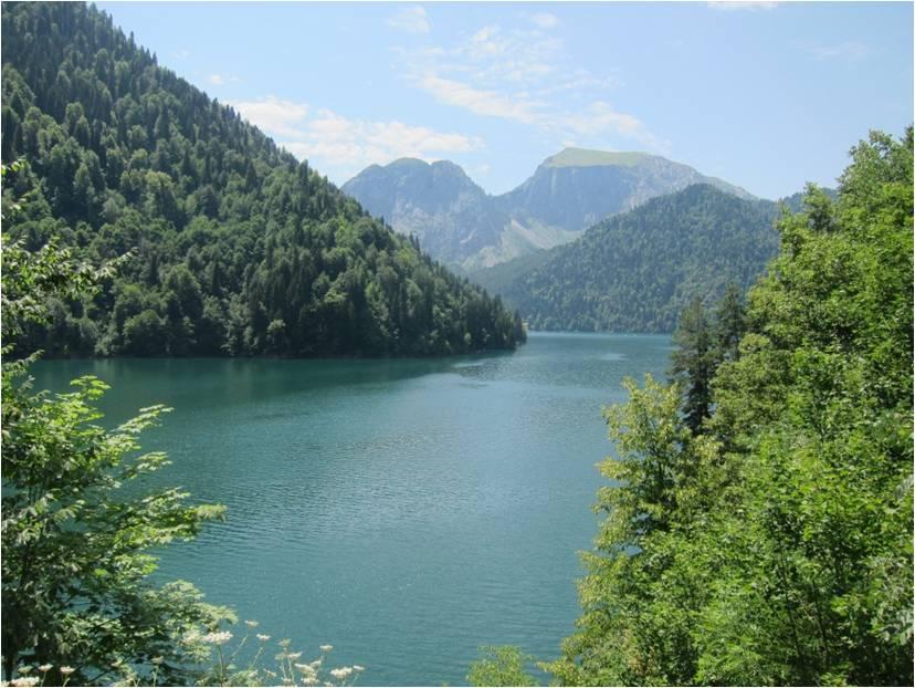 Озеро Рица – жемчужина Кавказских гор