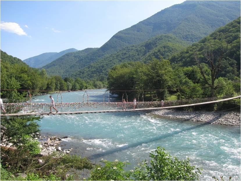 Подвесной мост через Бзыбь – самую полноводную реку Абхазии