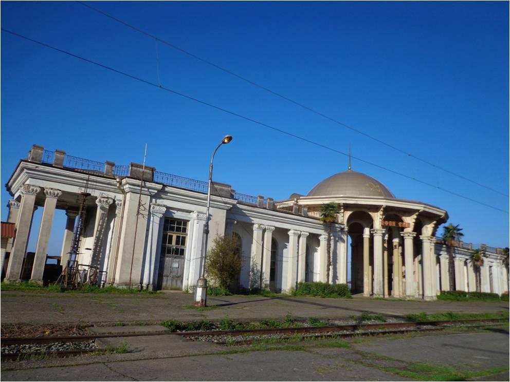 Вокзал Нового Афона в утренний час