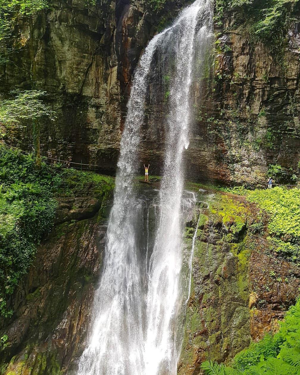 Водопад Великан - один из трех водопадов близ Акармары