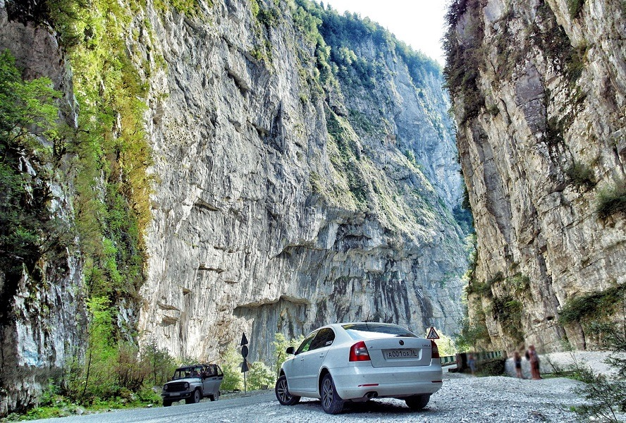 В Каменном мешке по дороге на Рицу